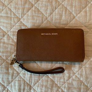 Michael Kors wristlet wallet